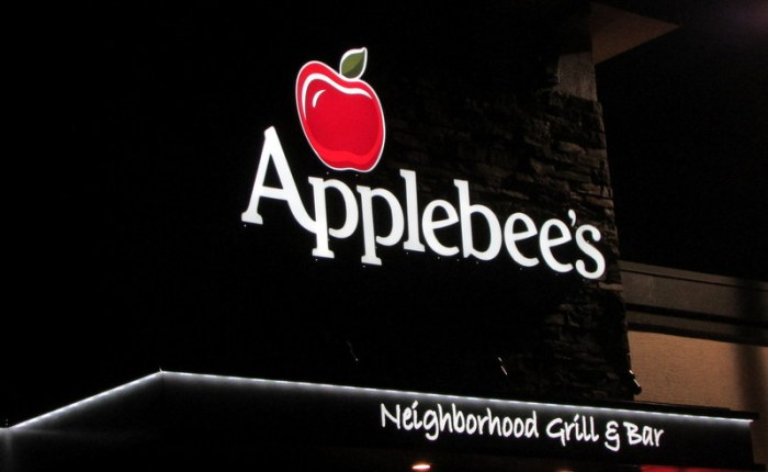 A Visit to the Hunters Creek Applebee's